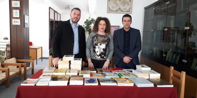 Donacione librash gjatë muajit Mars nga Instituti IDEA